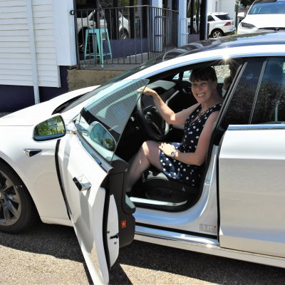 She drove a blue and white Tesla to match her outfit!